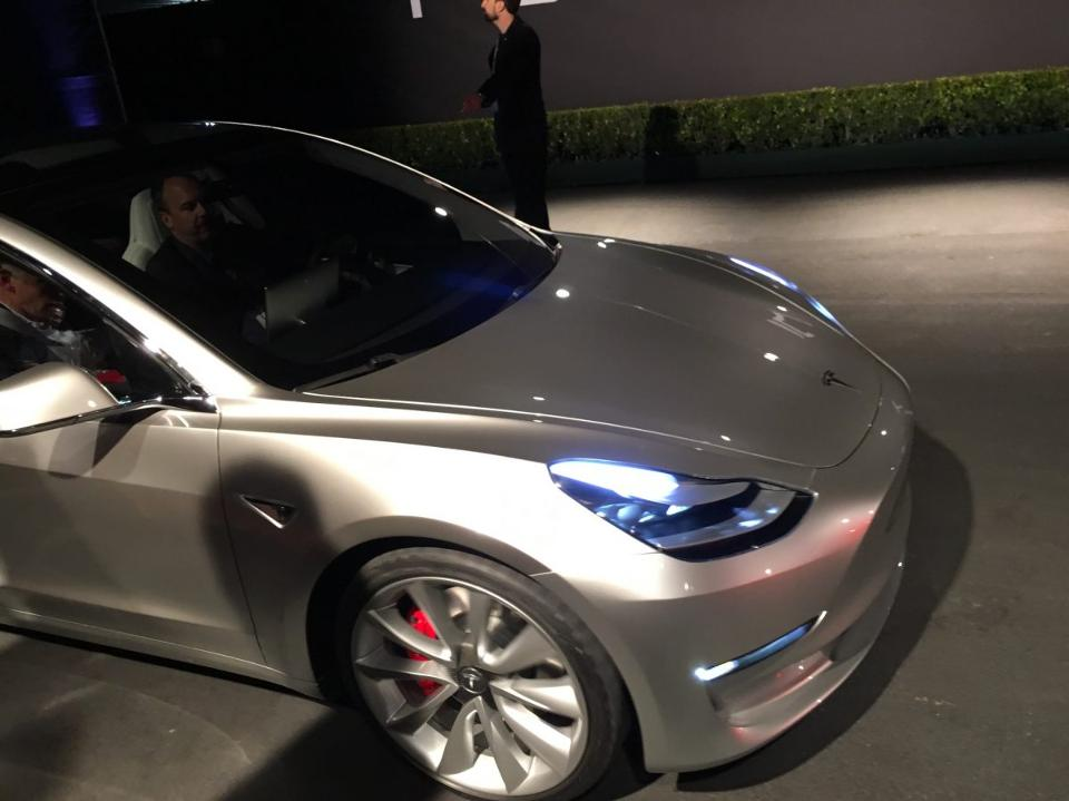tesla model 3 le prix moyen estim sup rieur aux pr visions d 39 elon musk forbes france. Black Bedroom Furniture Sets. Home Design Ideas