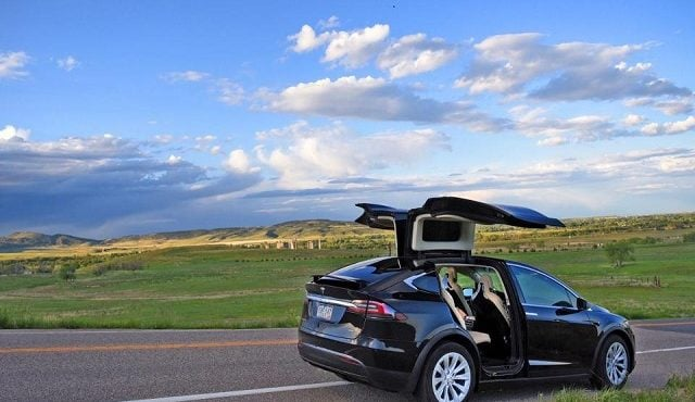 tesla model x la voiture de l 39 escapade quotidienne forbes france. Black Bedroom Furniture Sets. Home Design Ideas