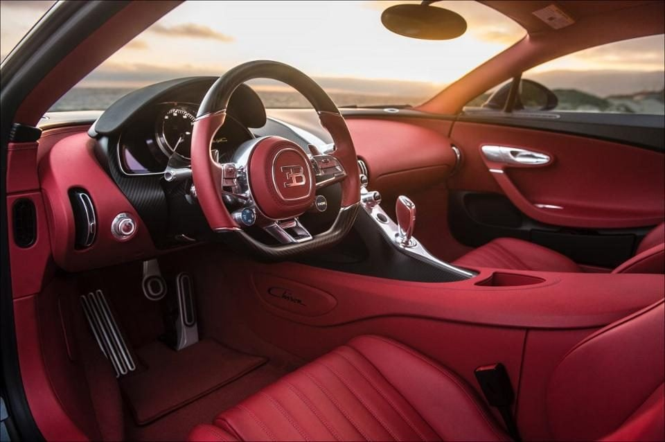 Bugatti chiron premiers tours de roues qui vont vous for Interieur bugatti chiron