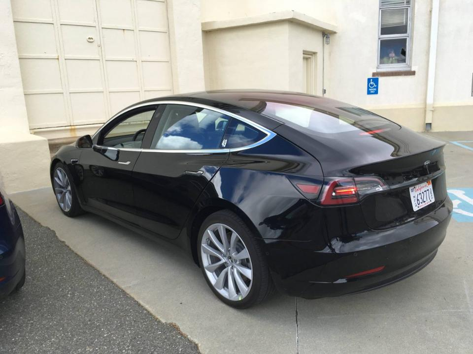 tesla model 3 le grand jour approche petits pas forbes france. Black Bedroom Furniture Sets. Home Design Ideas