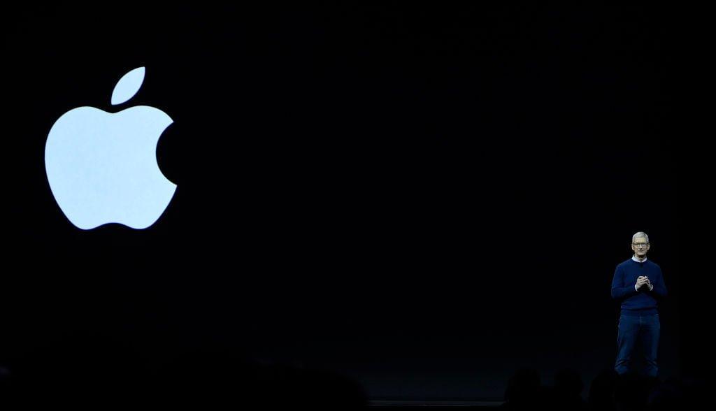 apple met sur orbite l iphone x le smartphone le plus cher au monde forbes france. Black Bedroom Furniture Sets. Home Design Ideas
