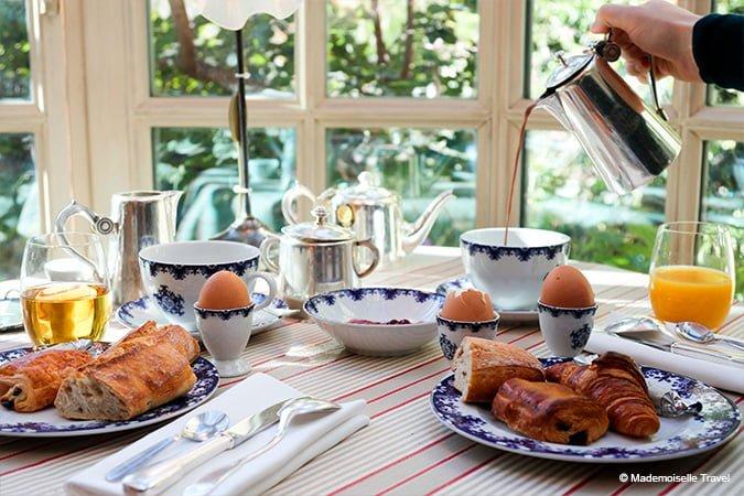 petit-dejeuner-mademoiselle-travel-clair-de-la-plume