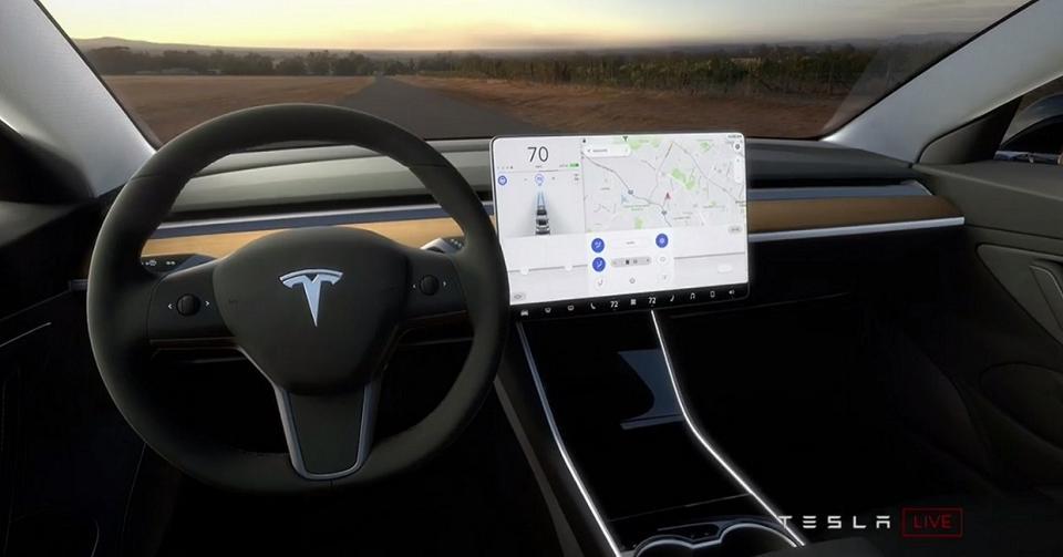 Tesla Model 3 Louanges Et Critiques Forbes France