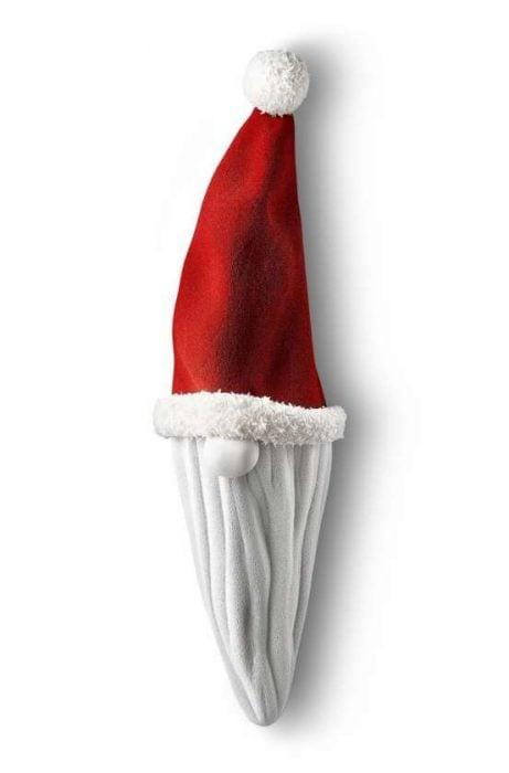 853f05e0f4b24 Un bonnet rouge surmonté d un pompon duveteux