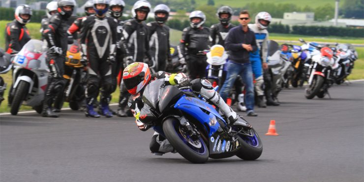 Conduire moto sur circuit