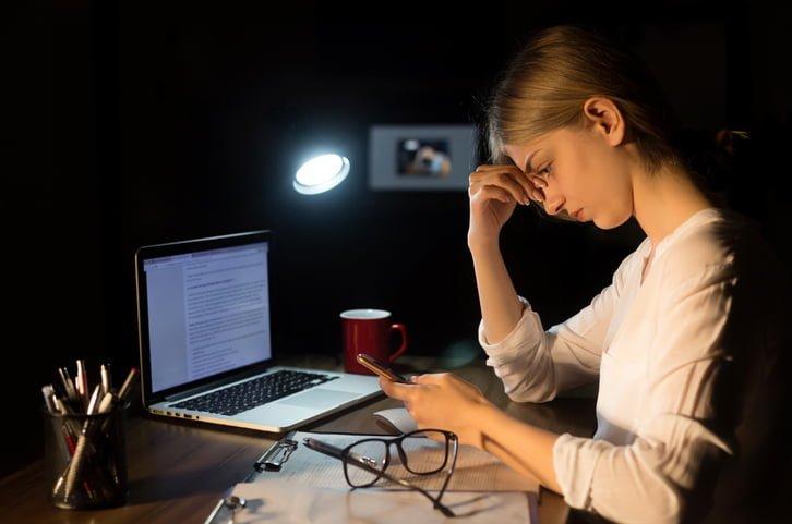 harcèlement au travail dans la communication ligne d'écoute
