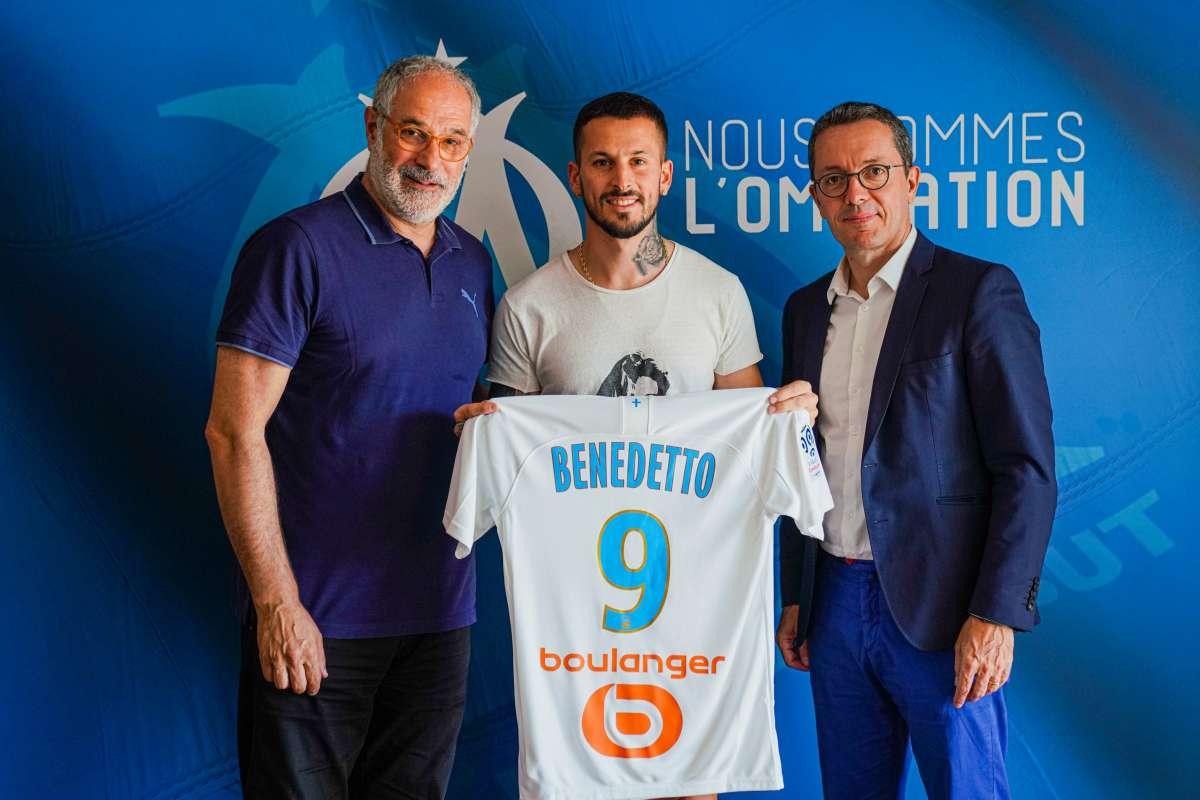 L'équipe dirigeante de l'OM qui présente sa nouvelle recrue, l'attaquant argent Dario Benedetto