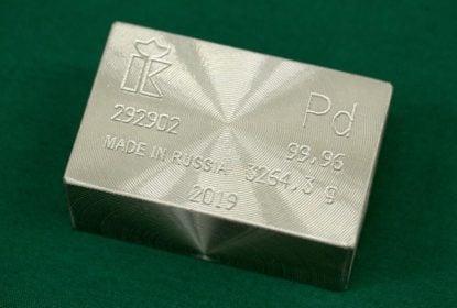 Un lingot de palladium, à l'usine de métaux non ferreux JSC Krastsvetmet à Krasnoïarsk, en Russie. Photographe: Andrey Rudakov/Bloomberg