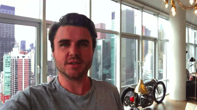 Selfie video de Sam Ovens