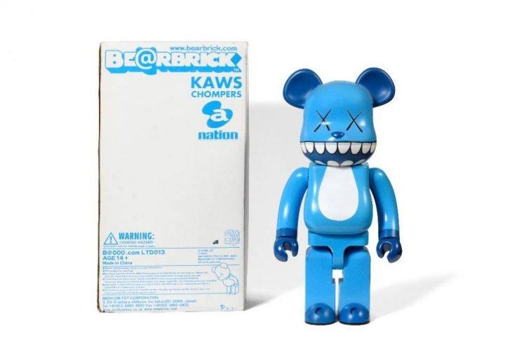 Kaws oeuvre Toy pop art contemporain